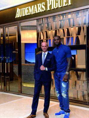 LeBron James HK Boutique Visit_3_PR(CMYK)