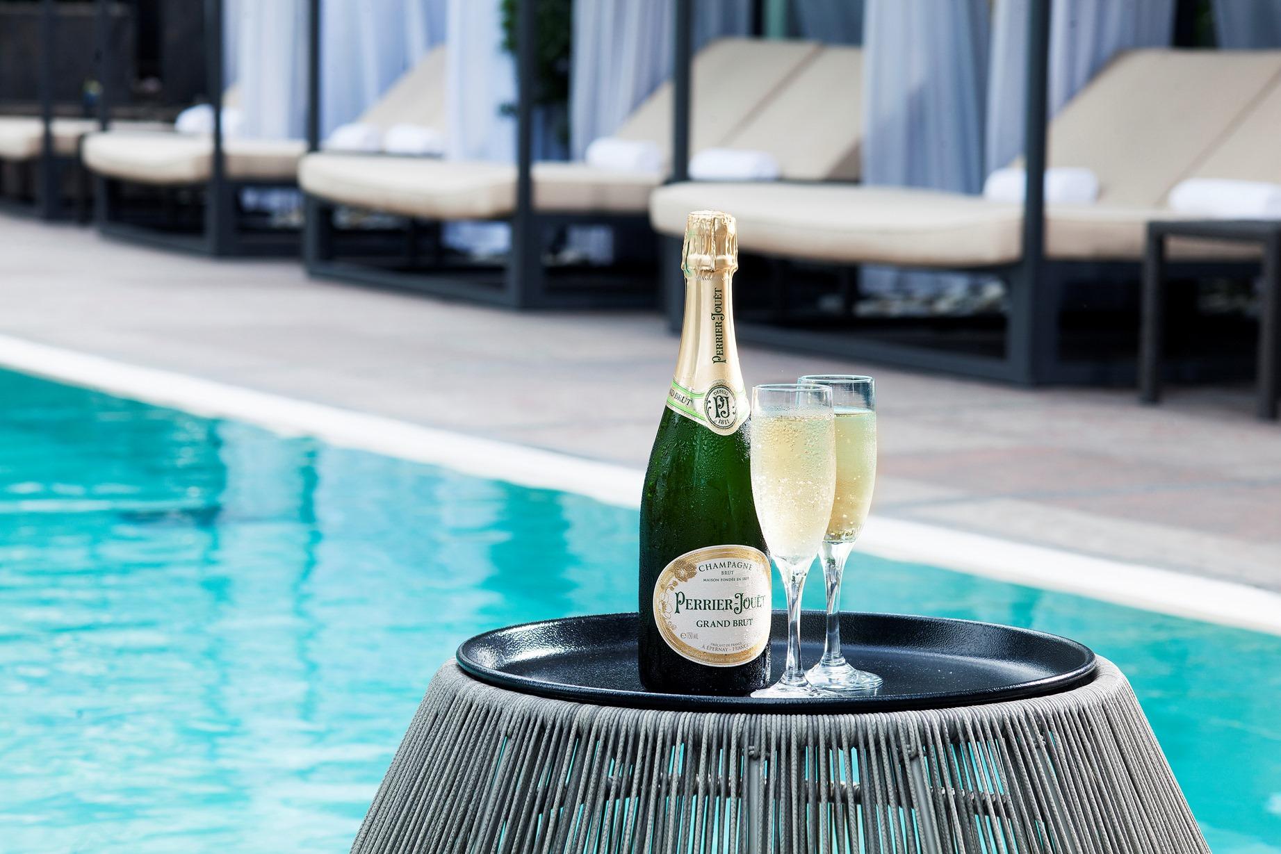 絕不能錯過下午4時至5時供應的香檳暢飲。
