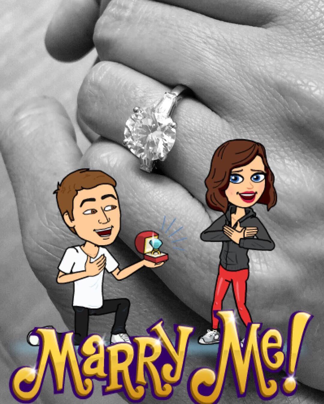 7月21日Miranda Kerr於Instagram上宣佈,男友Evan Spiegel已求婚,並回應「I said yes」。