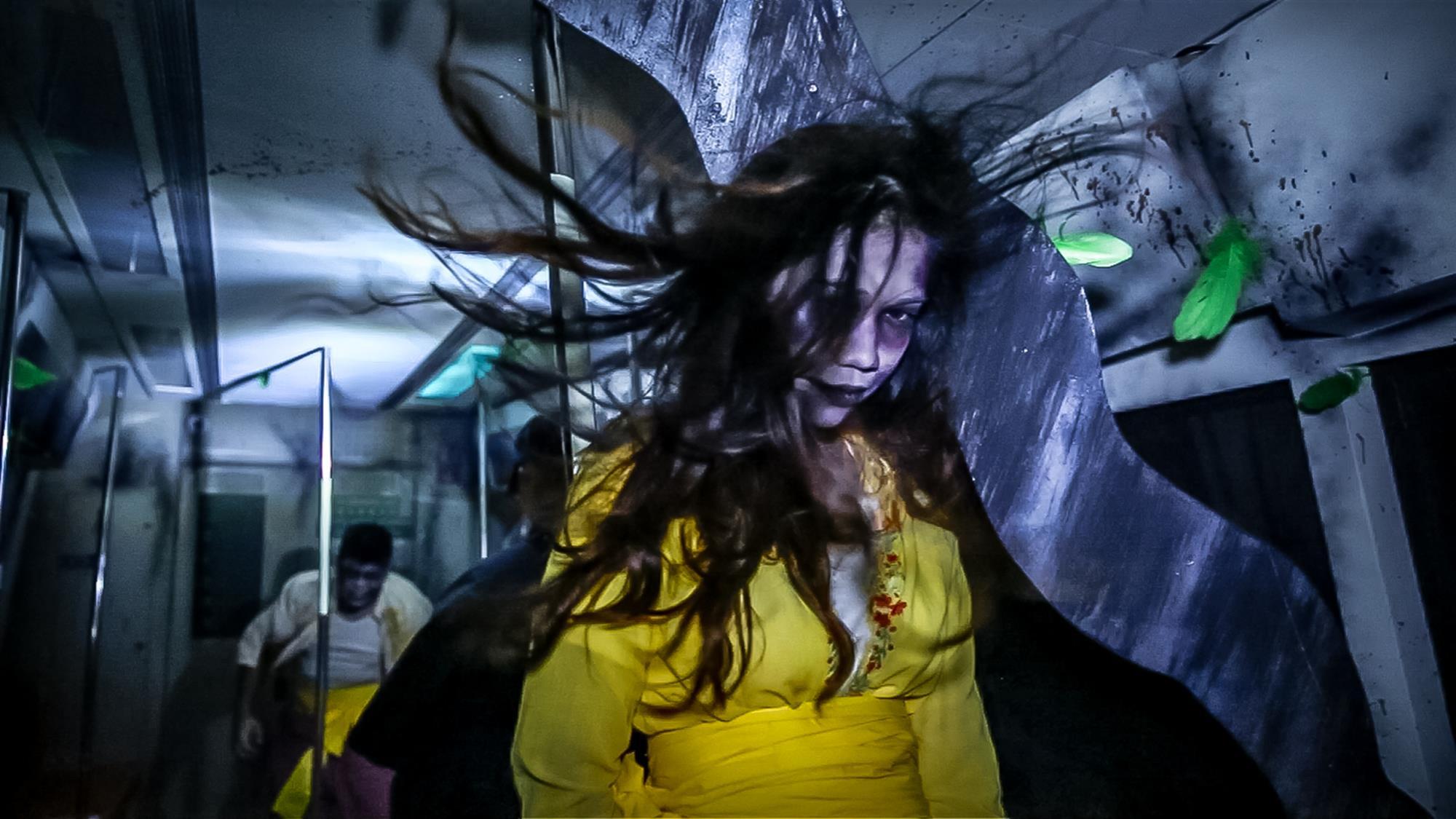 自2011年開始,聖淘沙名勝世界已不斷為您帶來萬聖節驚喜,第6屆《萬聖節驚魂夜》,重點玩有具有新加坡特色的恐怖體驗。新加坡能稱為全球最猛鬼的城市之一,並不是浪得去名,今年就玩「舊樟宜陰魂」和「小販中心食人宴」這兩個深具民間恐怖怪譚特色的鬼屋,真真假假,虛虛實實,大家的膽量要儲足才好了!