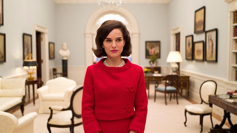 Natalie Portman今屆以電影《第一夫人:積琪蓮甘迺迪》扮演美國第一夫人積琪蓮甘迺迪(Jacqueline Kennedy)入圍最佳女主角。電影中Natalie Portman不止舉手投足,衣著以至髮型都與當年Jacqueline Kennedy相似度十足,令人份外投入電影中。