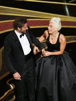 bradley-cooper-and-lady-gaga-perform-onstage-during-the-news-photo-1131926675-1551066623
