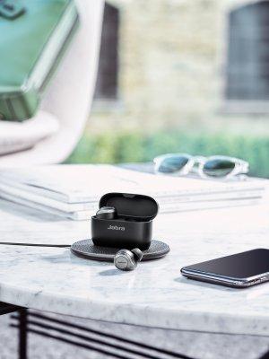 Jabra Elite 85t Titanium Black Contextual Home Charging
