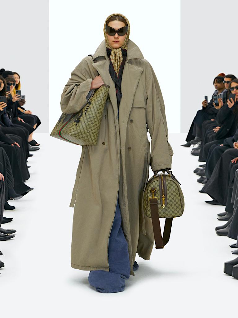 Balenciaga x Gucci單品再曝光、 Crocs鞋化身高跟鞋丨細數Balenciaga 2022春季系列12大亮點
