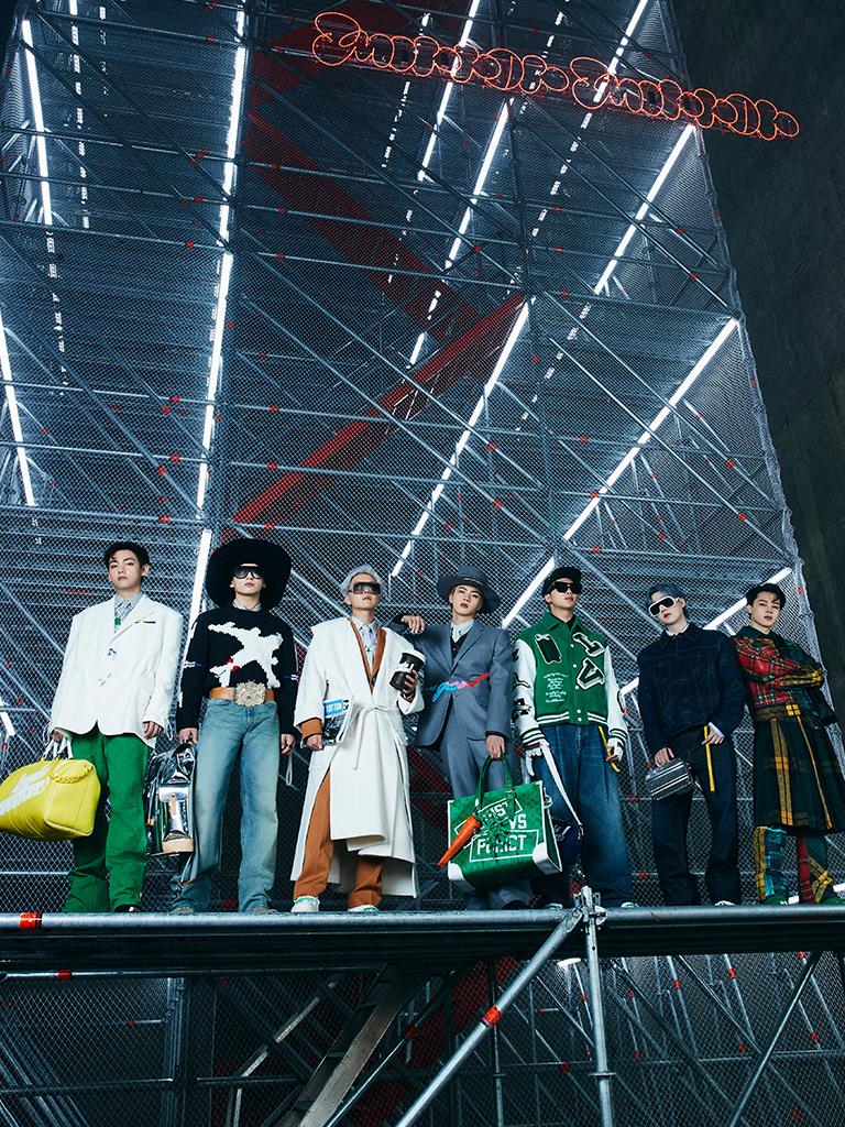 BTS出席Louis Vuitton首爾秋冬時裝騷4大亮點逐一數丨團員V手上的咖啡杯手袋、RM身上的飛機大褸⋯⋯