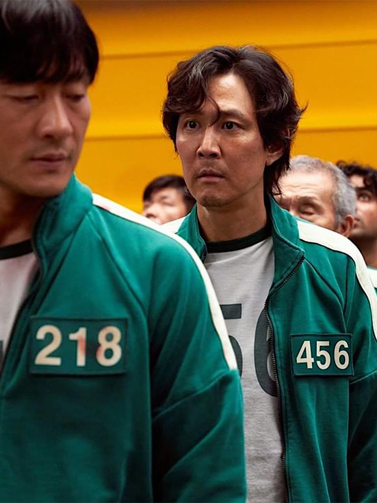 萬聖節必備《魷魚遊戲》綠色運動服?解構韓國人愛穿運動套裝、拖鞋配襪子 6大穿著迷思