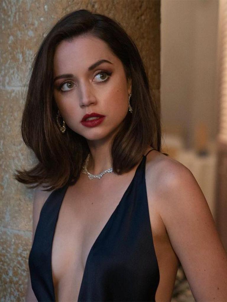 《007:生死交戰》新任邦女郎身材超火辣丨盤點7個Ana de Armas最性感的造型